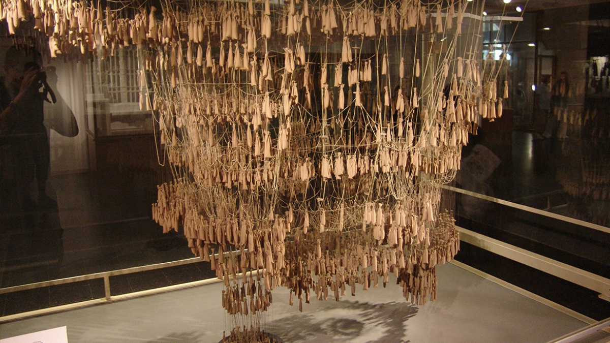 Experimental form finding using hanging models from chain lines for the Sagrada Familia Basilica by Gaudi