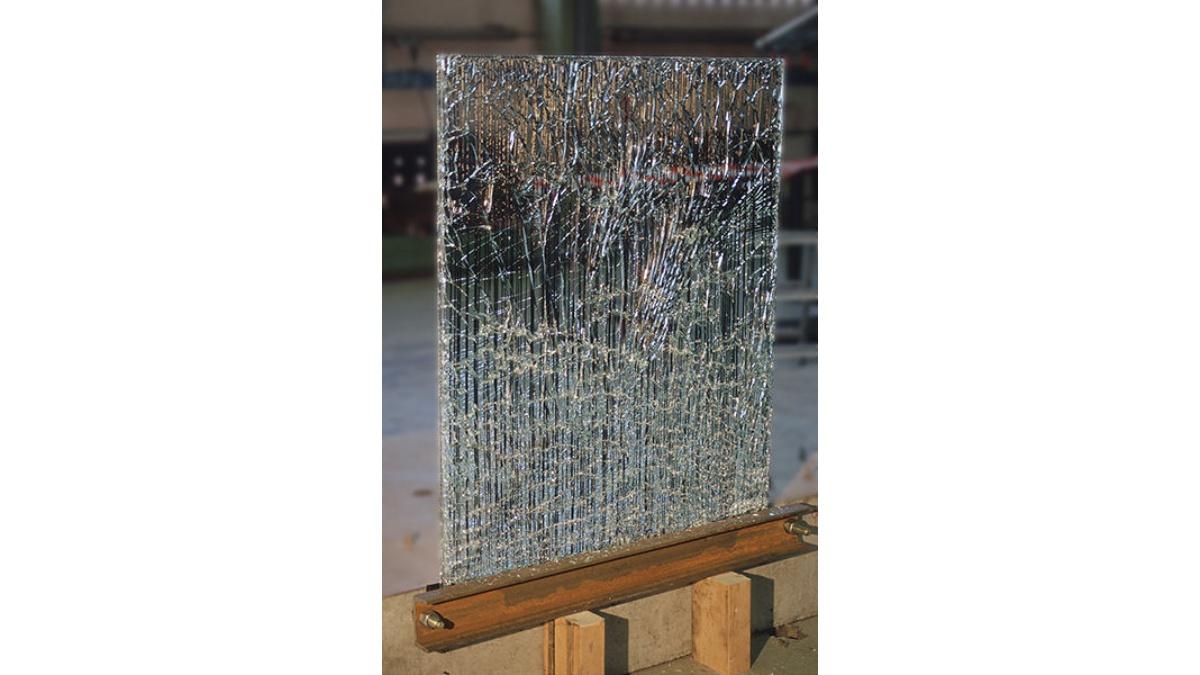 Verbundglas mit Kohlefaserbewehrung zur Sicherstellung der Resttragfähigkeit im Bruchzustand