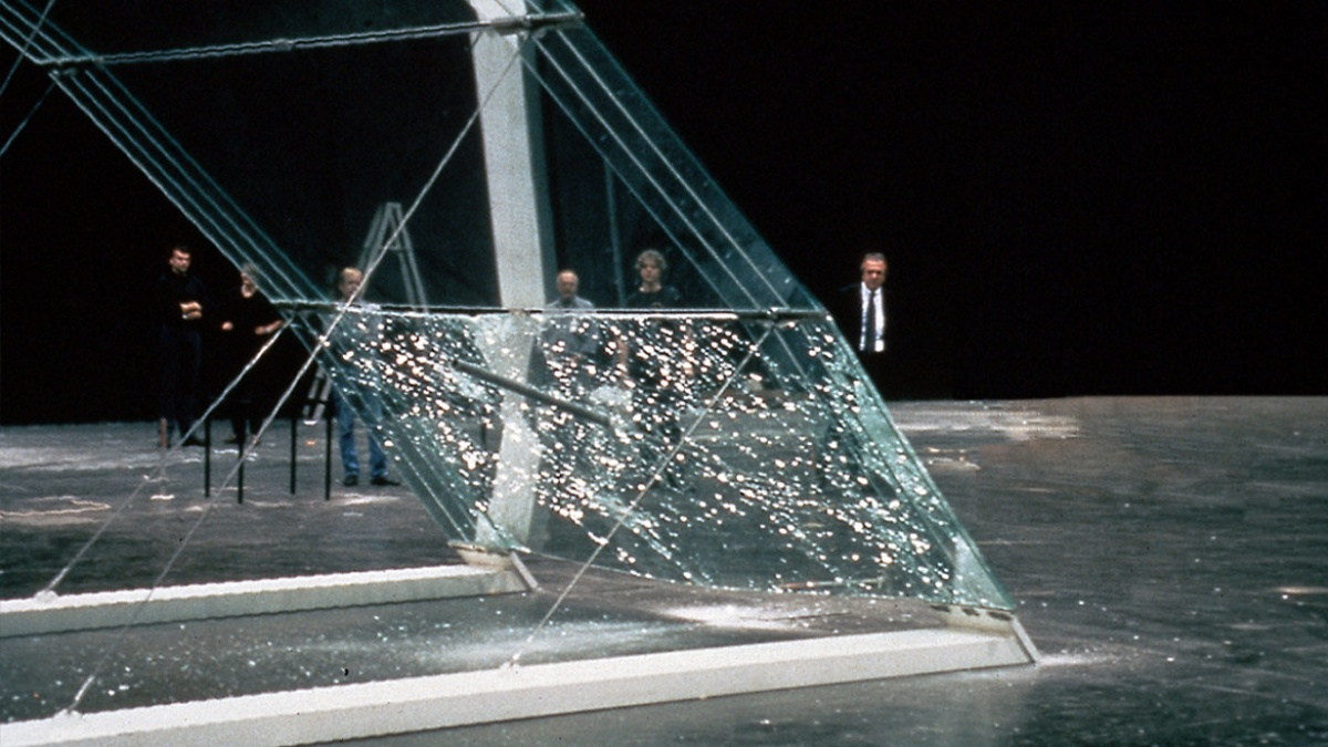 Destruction of the ILEK glass arch   (c) ILEK